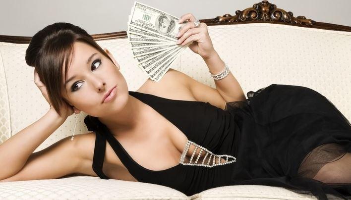 donna-con-soldi